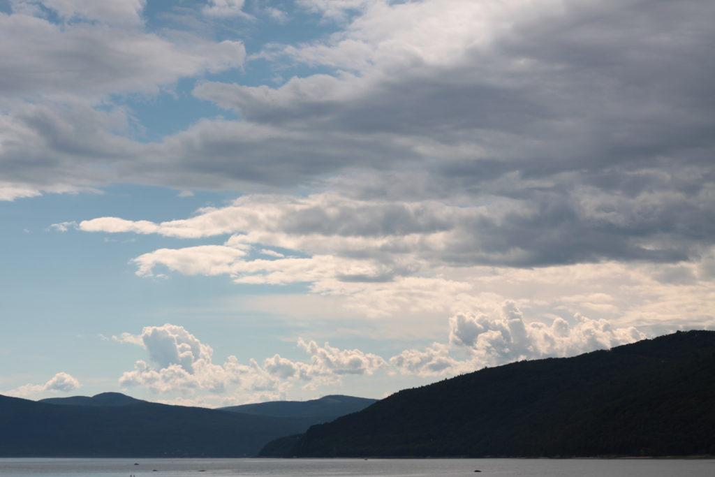 Bas du fleuve, vue de l'Ile aux coudres